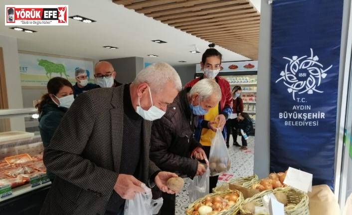 Halk Ege Et'te kilosu 50 kuruşa satılan soğan ve patates büyük talep gördü