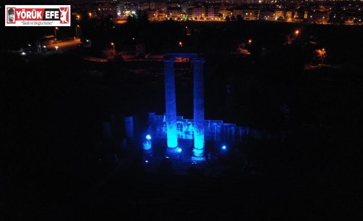Apollon Tapınağı'nda otizm farkındalığına 'mavi' destek
