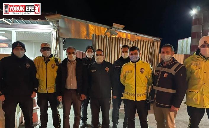 Başkan Kaplan'dan kontrol noktasındaki polislere moral ziyareti
