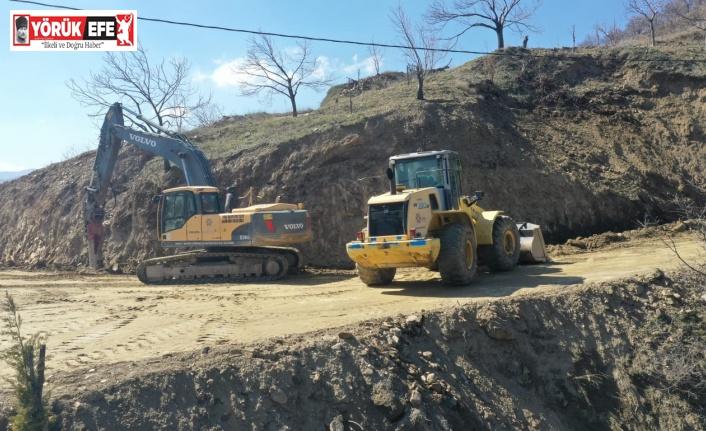 Büyükşehir Belediyesi yol yapım çalışmalarını sürdürüyor