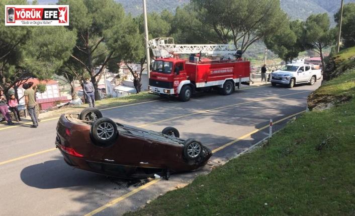 Devrilen otomobildeki 4 kişi hafif şekilde yaralandı
