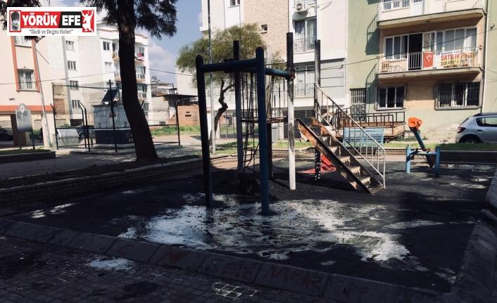 İçerisinde doğal gaz trafosu bulunan parkta çıkan yangın panikletti