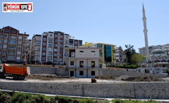 Kuşadası'nda taziye evi ve park alanında çalışmalar sürüyor