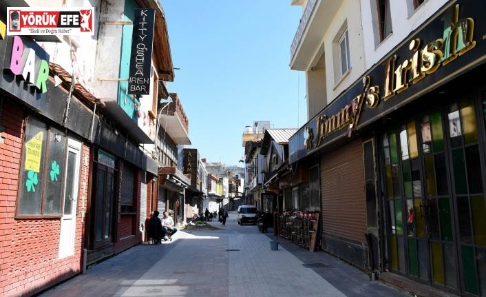 Kuşadası'nın turistik çarşılarında çalışmalar tamamlanıyor