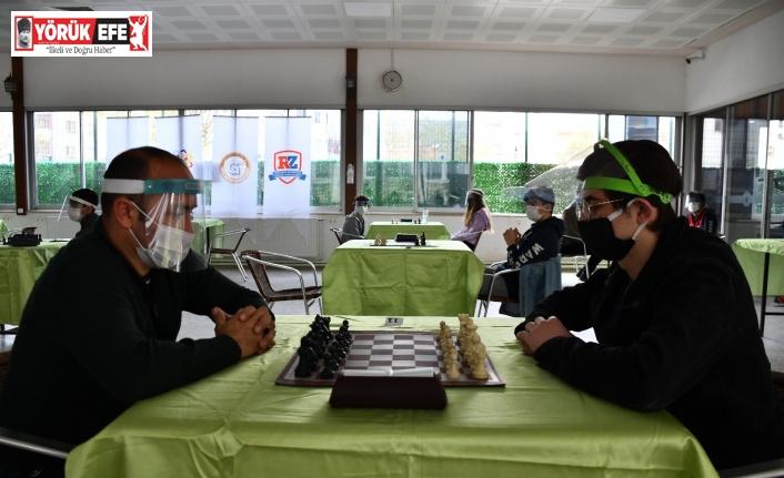 Pandemi döneminin ilk yüz yüze satranç turnuvası Söke'de