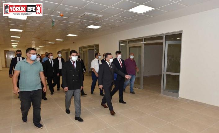 Vali Aksoy, yurt inşaatı alanında incelemelerde bulundu
