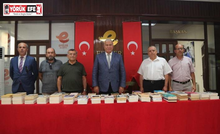 Aydın Yeni Kuşak Köy Enstitülüler Derneği'nden Efeler Belediyesi'ne kitap bağışı