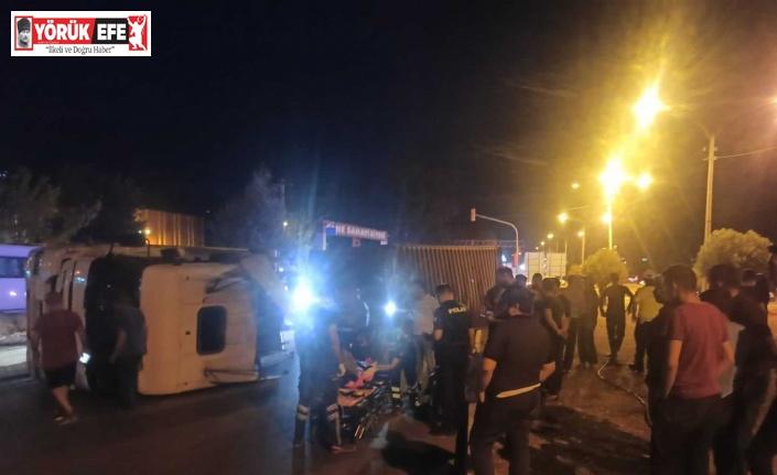 Çine'de devrilen tırın sürücüsü yaralandı