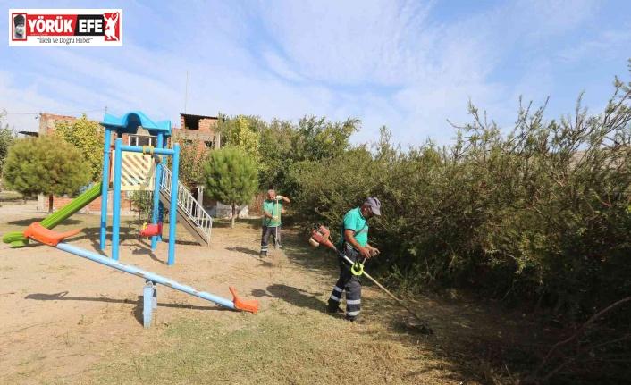 Efeler Belediyesi kent genelinde yeşil alan bakım çalışmalarını sürdürüyor