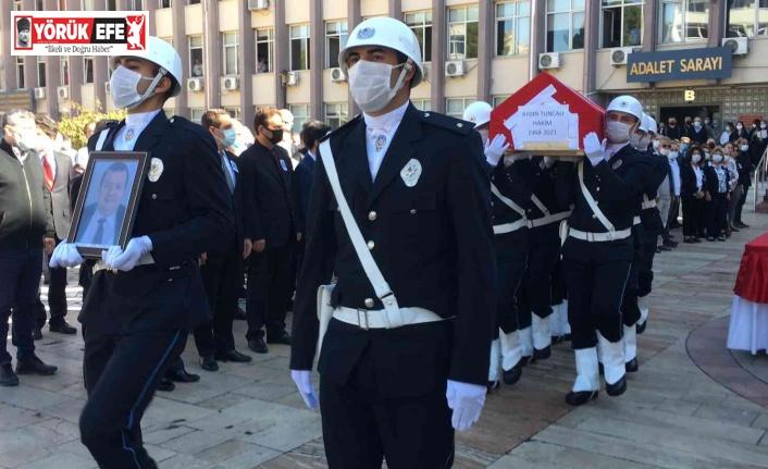 Evinde ölü bulunan hakim Tuncalı için Aydın Adliyesi önünde tören düzenlendi