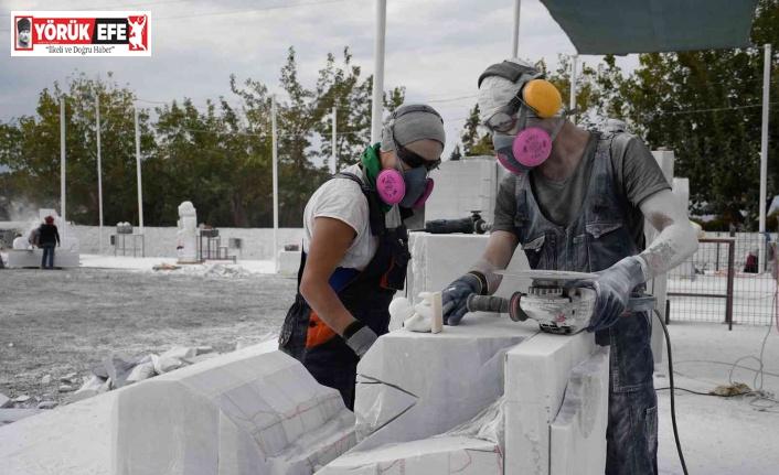 Kuşadası'nda 'yaşam hakkı' mermer bloklarda hayat buluyor