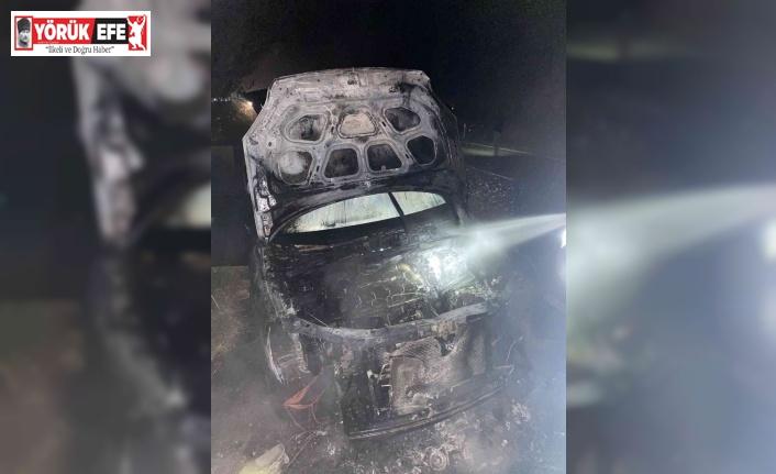 Seyir halinde yanan otomobil kullanılamaz hale geldi