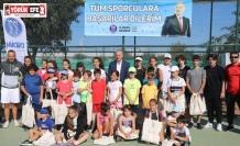 Başkan Atabay tenisçilerle bir araya geldi