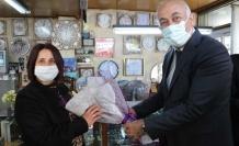 Söke Belediyesi'Nden 8 Emekçi Kadına, 8 Mart Kadınlar Günü Ziyareti