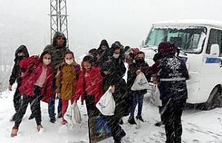 Karda mahsur kalan öğrencilerin yardımına Büyükşehir...