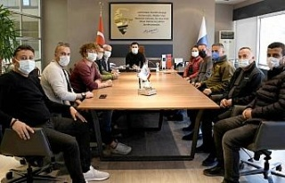 Kuşadası'nda esnaf derneği üyeleri Başkan Günel...