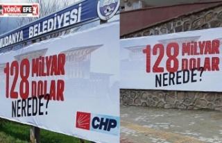 """CHP'nin """"128 milyar dolar nerede"""" afişlerine..."""