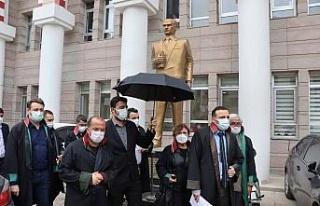 Kuşadası'nda Avukatlar Günü kutlandı
