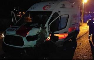 Kuşadası'nda ambulans kaza yaptı: 2 yaralı