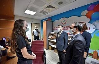 Aydın Valisi Aksoy sağlık çalışanları ve hastaları...