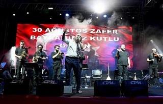 Kuşadası'nda Zafer Bayramı coşkusu Volkan Konak...