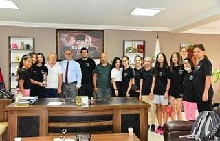 Başkan Kaya, şampiyon olan İncirliova Kız Basketbol...