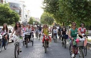 Süslü Kadınlar Bisiklet Turu'nun dokuzuncusu...