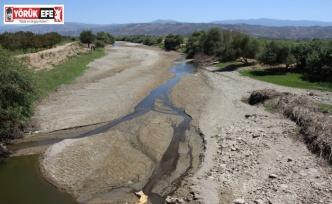 Büyük Menderes Nehri kurudu, çiftçiler tedirgin