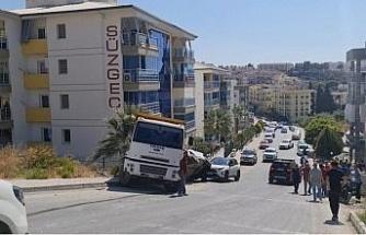 Freni patlayan kamyon araçları biçti