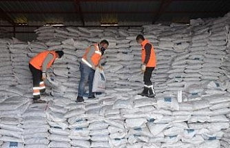 Kuşadası'nda 2 bin 500 aileye yakacak yardımı