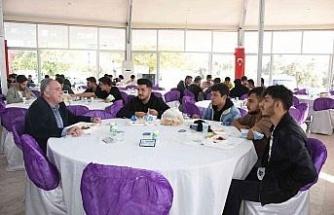 Başkan Öndeş üniversite öğrencileri ile yemekte buluştu