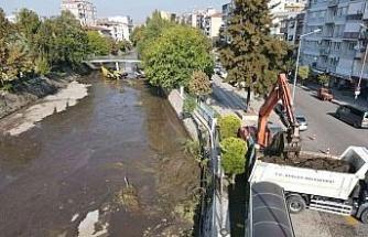 Efeler Belediyesi Tabakhane Deresi'ni temizliyor