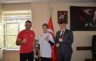 Gençlik ve Spor İl Müdürü Fillikçioğlu, Türkiye üçüncüsü Batur'u ağırladı