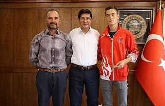 Milli sporcu başarısını Başkan Özcan ile paylaştı