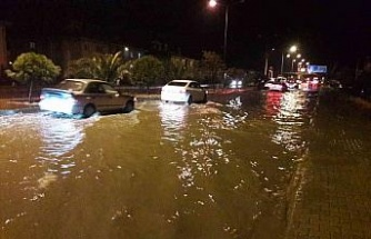 Söke'de sağnak yağmur sonrası sel meydana geldi