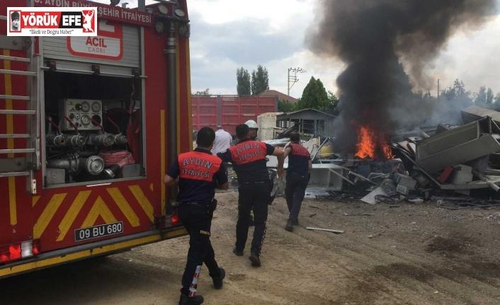 Benzin istasyonu arkasındaki hurdalıkta çıkan yangın panikletti
